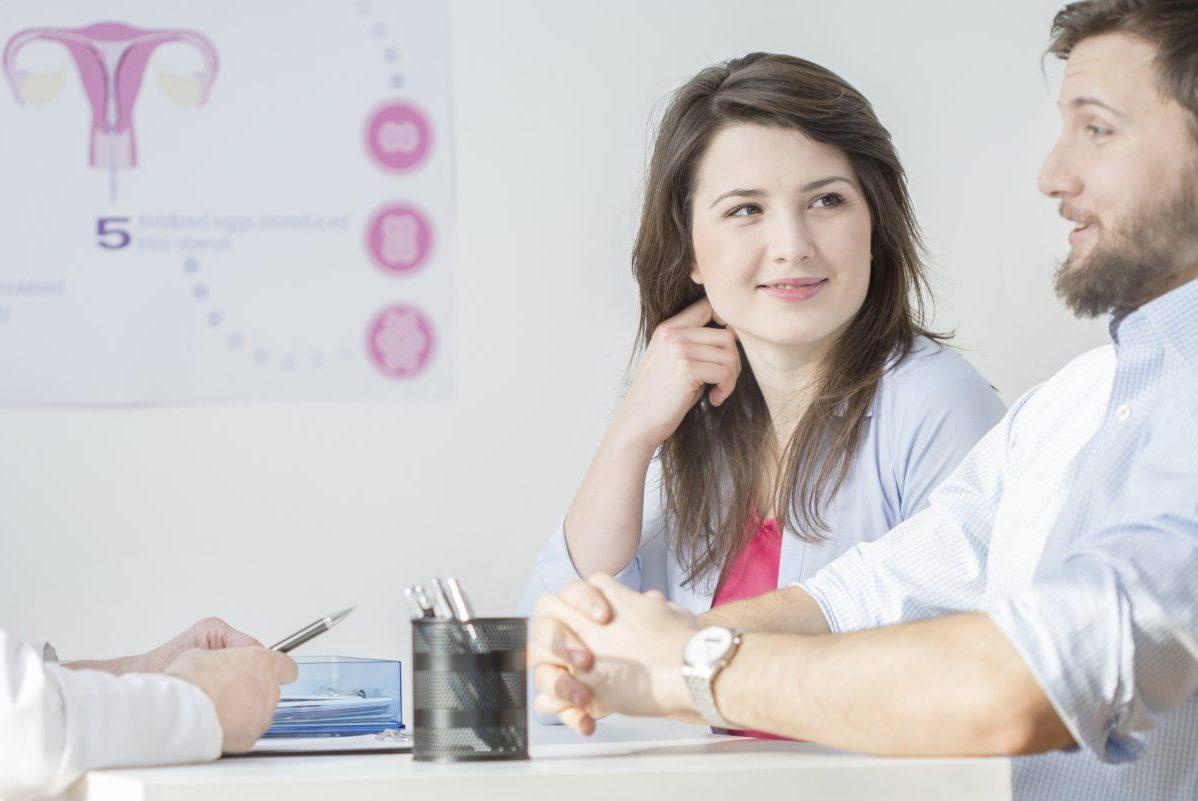 coppia giovane presso centro demetra per one day clinic esami di sterilità
