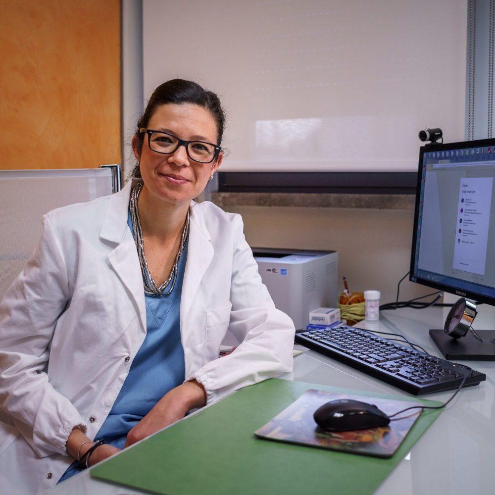 foto della dottoressa chiara ascone presso centro demetra