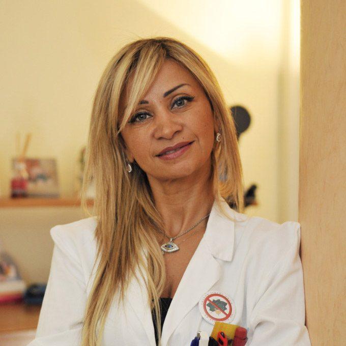 foto di May Ayoub ostetrica centro demetra